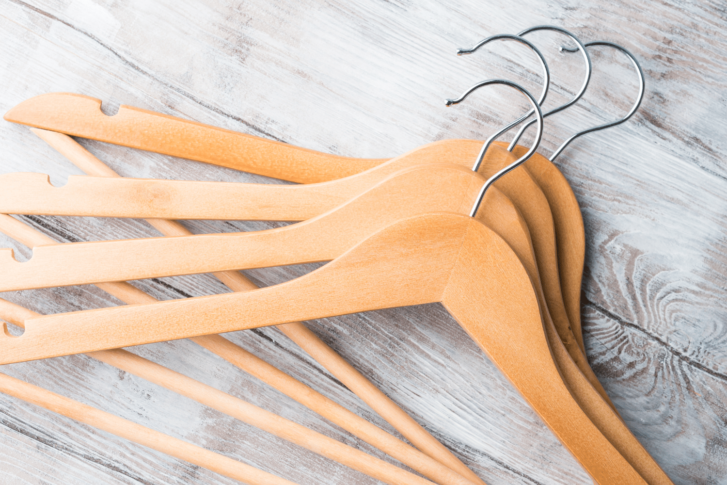 How to Choose the Best Hangers for Closet Organization